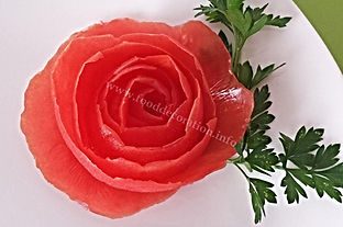 Vegetable decoration from tomato / vegetable garnish