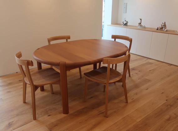 テーブルとイス.jpg
