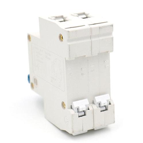 Interruttore automatico DZ47-63 C32 AC 230V 400V 32Amp Montaggio su guida DIN a