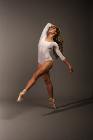 ballet dance photography. pacific beach dance photo. san diego ballerinas. carly topazio photography. best dance photographer. san diego dance photography. san diego ballet photographer. best ballet photographer. fine art ballet photography. commercial ballet photography