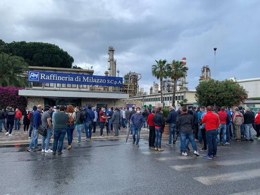 Protest at the Milazzo Refinery, 400 workers outside the gates