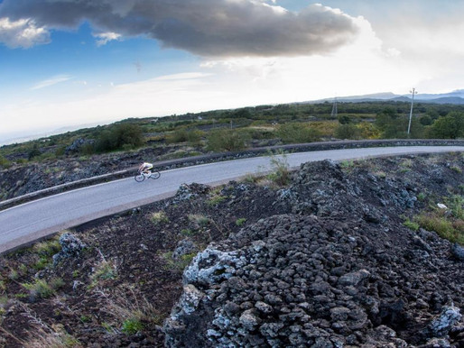"""Two cyclists are """"Kings of Etna"""": they climbed the six climbs of the volcano never stopping"""