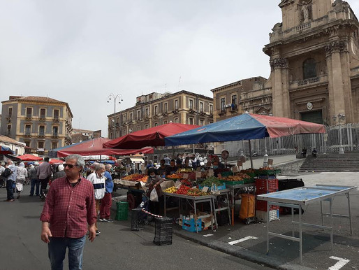"""Phase 2, Catania, checks and waste recycling, the """"Fera o Luni"""" market reopens"""