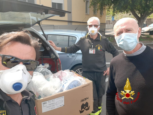 Catania, Firefighters donate masks to the Hospital and prepaid cards to families in crisis