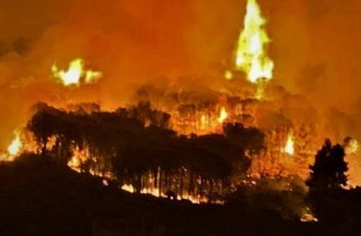 The Island in the grip of fire, also burns Lipari, Altofonte still on fire