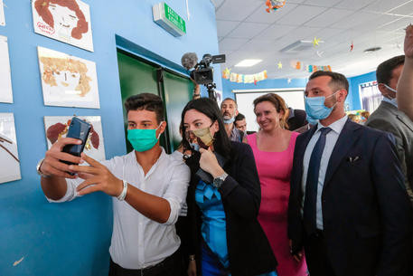 "Palermo, the minister Azzolina at  ""Falcone"" school: «You're not alone, soon the video surveillance»"