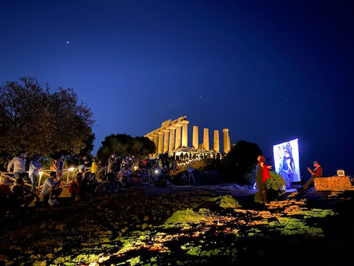 """Dawn at the Valley of the Temples, the """"magic"""" of theatre and light (VIDEO)"""