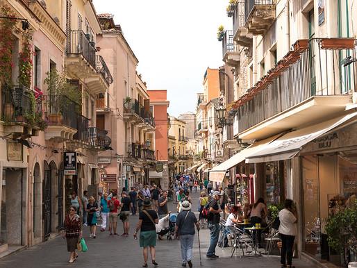 Taormina, 14 giovani amici positivi al Covid-19