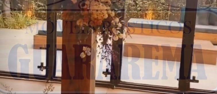 Cruz de madeira para decoração rústica (