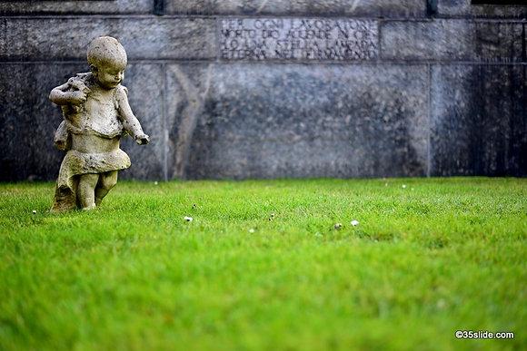 Grassy Tomb, Italy