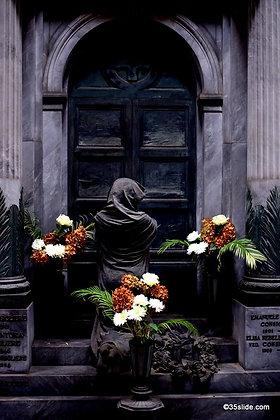 Shrouded Mourner, Italy
