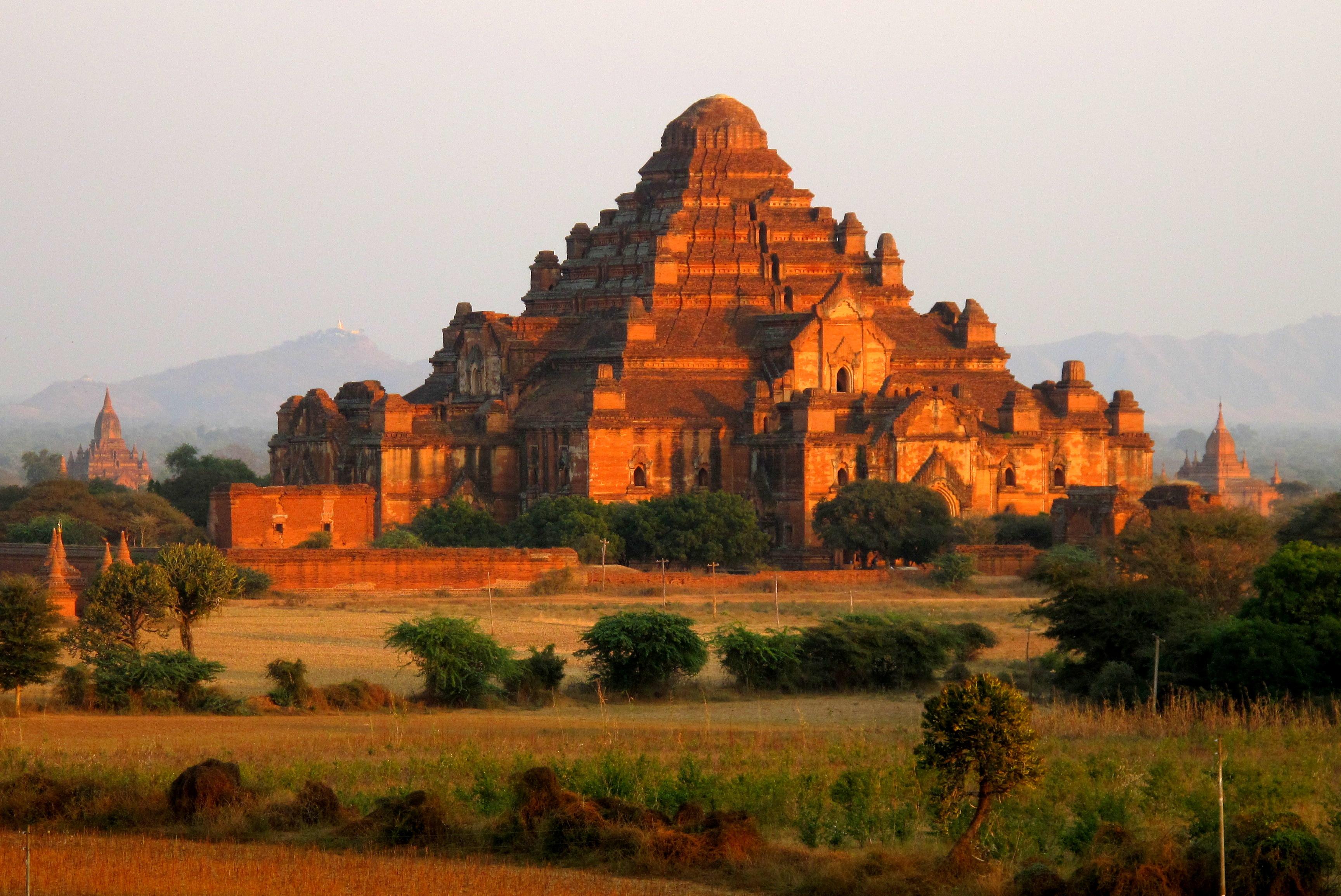 Dhammayan Gyi Temple, Burma