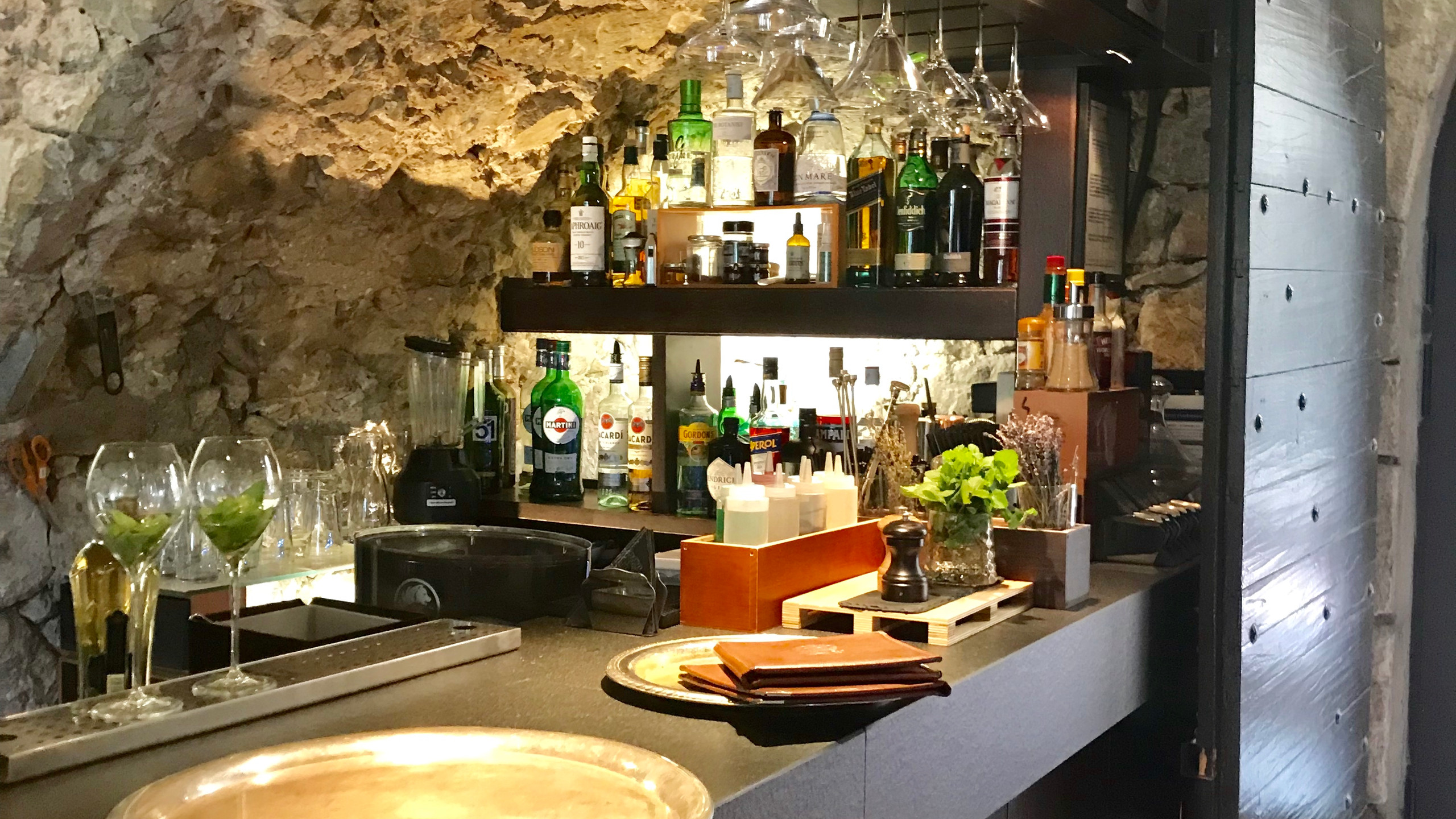 Petite bar