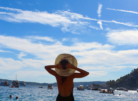 BLOGGER INTERVIEW   Featuring Ari Marie of Arianne's Travel Journal