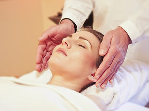 healing classes - photo of reiki practitioner