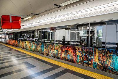 Vagones del metro de Medellín dedicados a Pedro Nel Gómez. /Cortesía