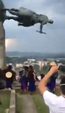 Derribamiento de estatua de Sebastián de Belalcázar