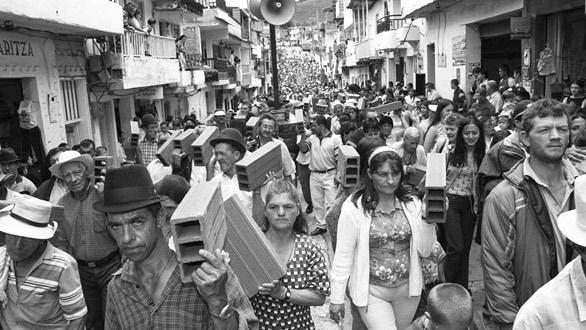 'Marcha de los ladrillos'.