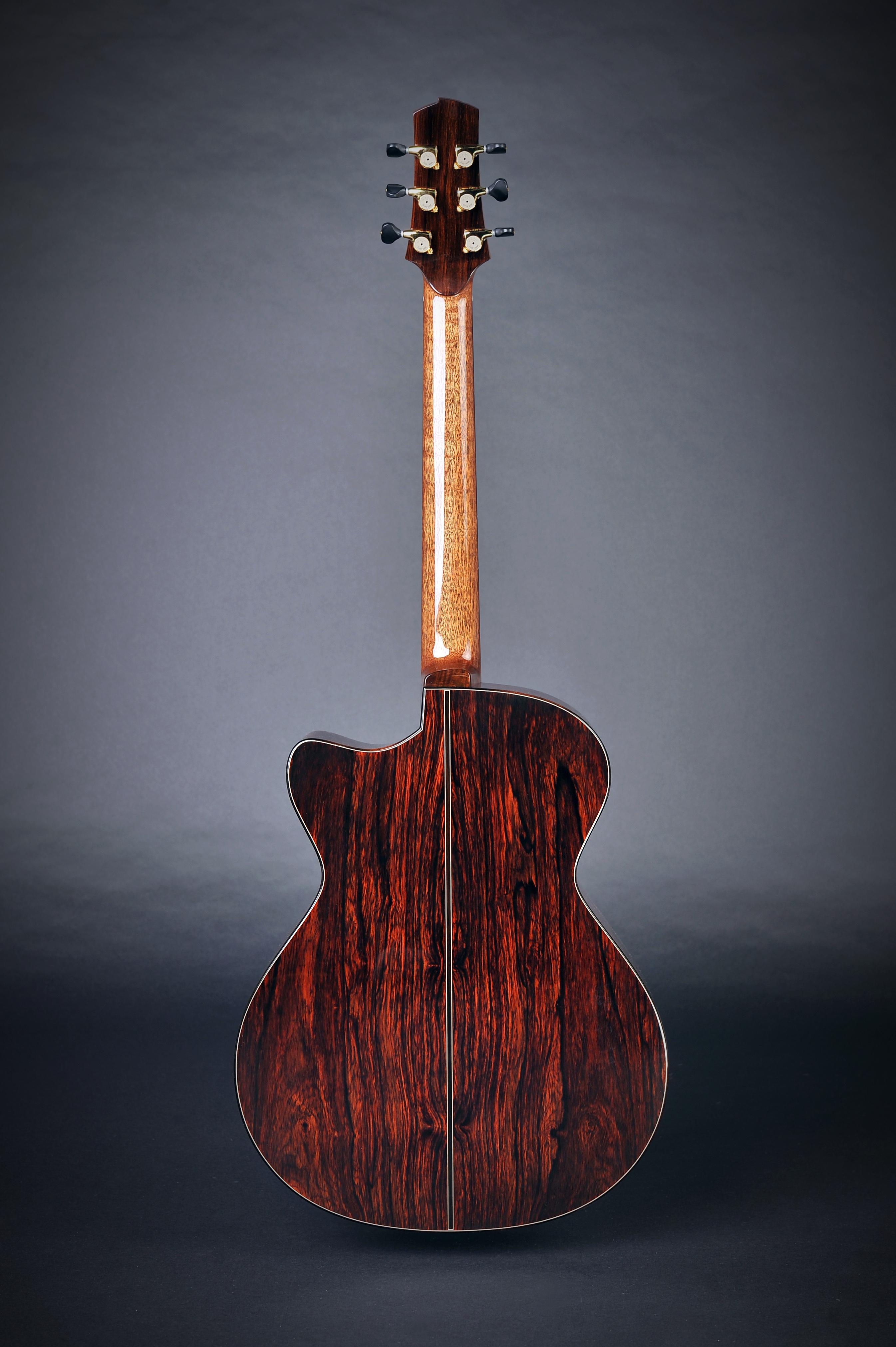 Isaac Jang Guitar  |  OM