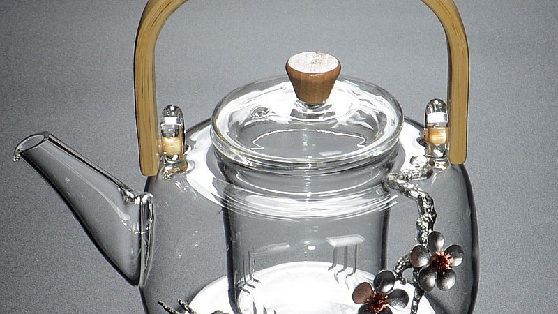 glass teapot met decoratie