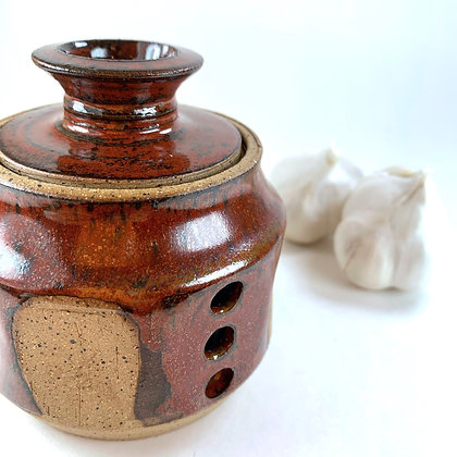 Garlic Jar fluted sides with burnt red and natural desert clay