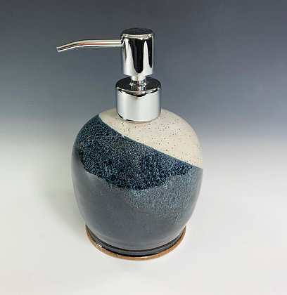 Soap dispenser in black and white