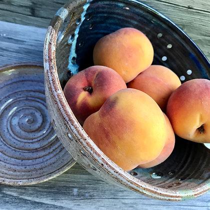 berry bowl, colander, collander, fruit bowl, farmhouse bowl