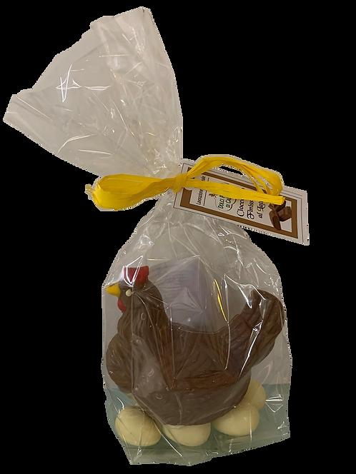 Gallina di cioccolato al latte con ovetti