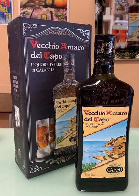 Vecchio Amaro del Capo con bicchieri