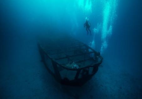boatbluesinkship.jpg