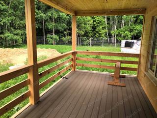Просторная крытая терраса с летним выходом