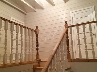 Вид с лестницы на холл 2-этажа