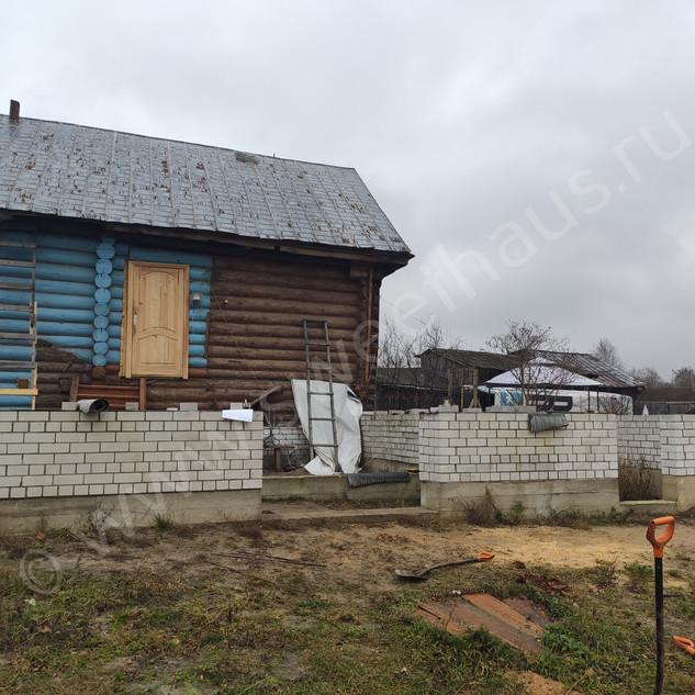 Старый бревенчатый дом