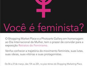 Claudia Furlani na expo Retratos do Feminismo