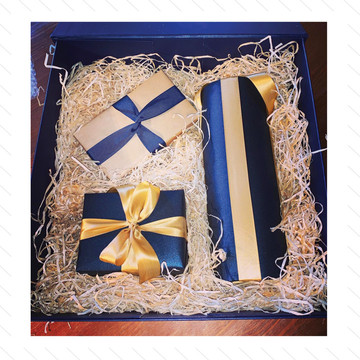 £3 per gift for size 50cm or less  £5 per gift for size 50-100cm  For anything over 100cm we can quote.