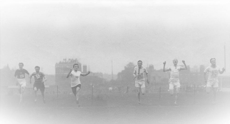 1912 The Oval 100 yds (1).jpg