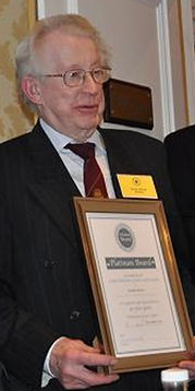 Biscoe, Gordon 40y award.jpg