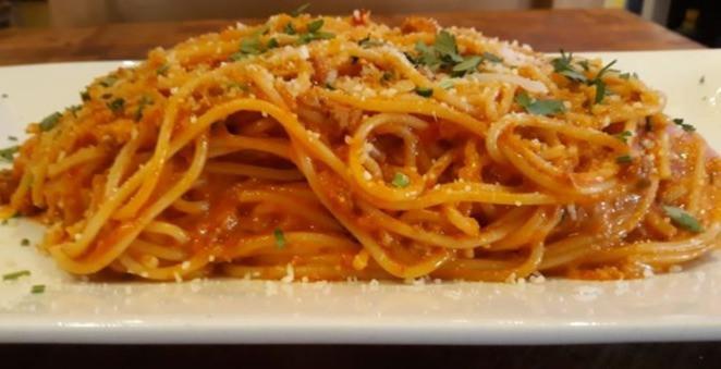 Pasta bolognese_edited.jpg