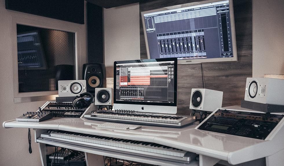TonStudio-2s.jpg