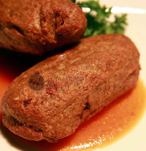 Alcapurrias rellenas de corned-beef