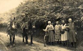 Reiter mit weiblichen Gehilfen.jpg