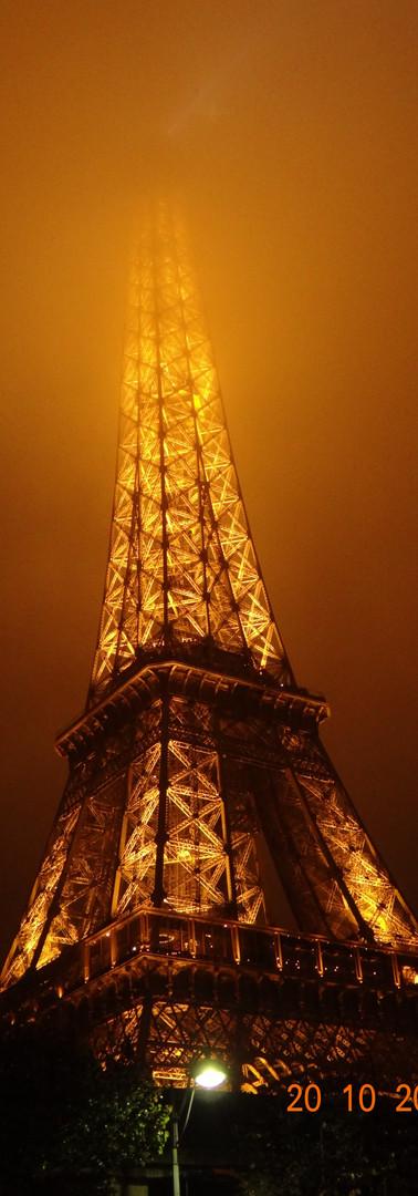 torre eiffel iluminada