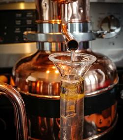 Destilação a vapor.