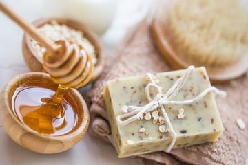 The Soap Lab - savon avoine miel bio san