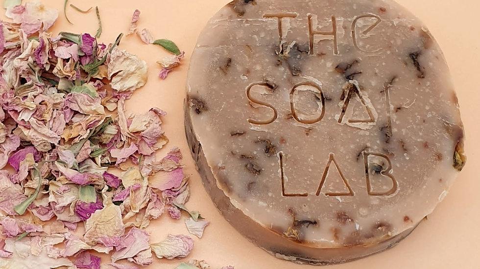 Savon bio Rose & pétales de rose, à l'argile rose