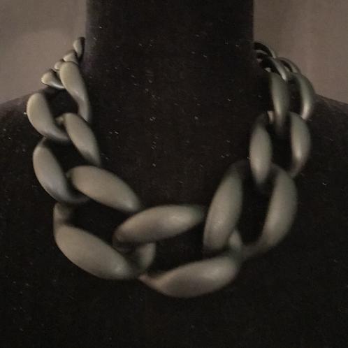 Chain of Command in Matte Black