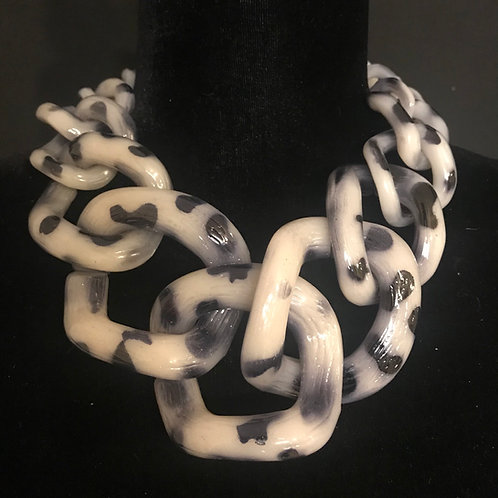 Chain Links in Snow Leopard