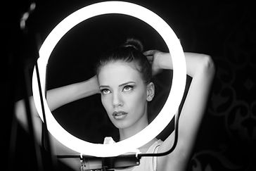 SW Foto, schönes Frauengesicht, Fotomodel bei Hairstyling