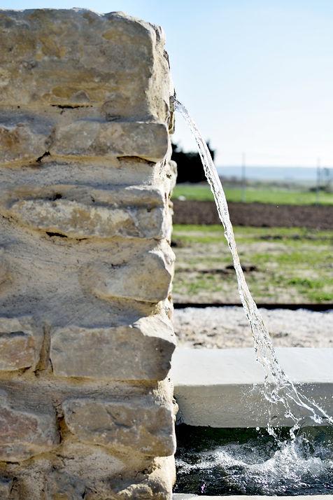 fuente piedra y hormigón