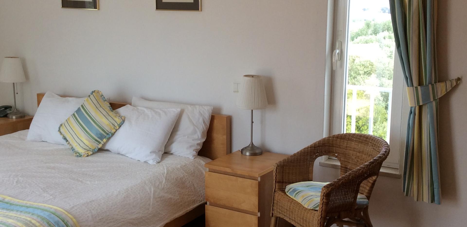 Master bed 02.JPG